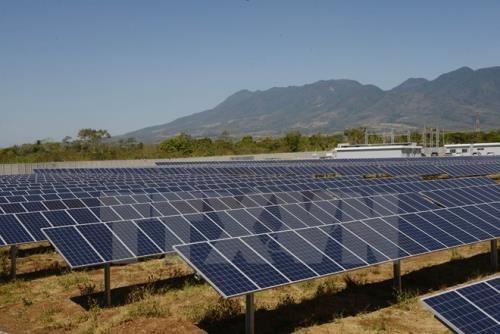 Une societe allemande investit dans deux projets d'energie solaire a Hau Giang hinh anh 1