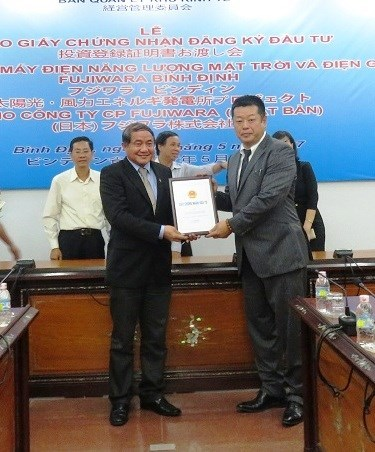 Lancement du projet d'energie eolienne-solaire de 100 MW a Binh Dinh hinh anh 1