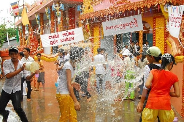 Felicitations aux Khmers a l'occasion de la fete Chol Chnam Thmay hinh anh 1
