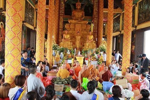 Des rencontres a l'occasion du Chol Chnam Thmay dans des provinces au Sud hinh anh 1