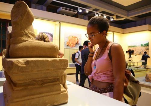 Vernissage d'une exposition sur les tresors archeologiques vietnamiens a Hanoi hinh anh 2