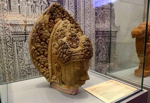 Vernissage d'une exposition sur les tresors archeologiques vietnamiens a Hanoi hinh anh 3