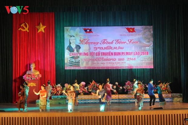 Celebration de la fete Bunpimay pour les eleves et etudiants laotiens a Son La hinh anh 1