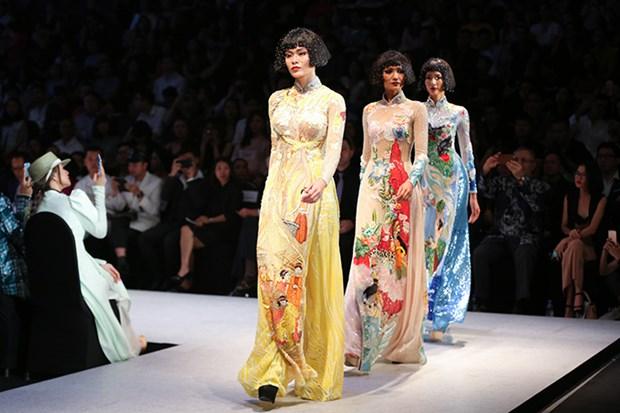 Ouverture de la Semaine de la mode internationale printemps-ete 2018 hinh anh 1
