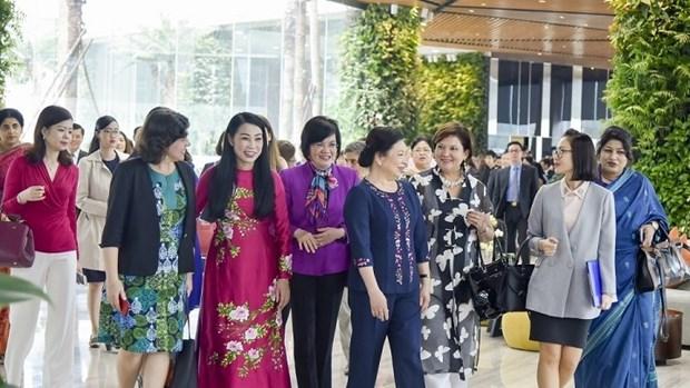 Des femmes diplomates etrangeres decouvrent la beaute de Vinh Phuc hinh anh 1