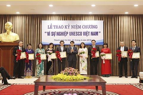La medaille «Pour l'oeuvre de l'UNESCO Vietnam» a 20 individus exemplaires hinh anh 1