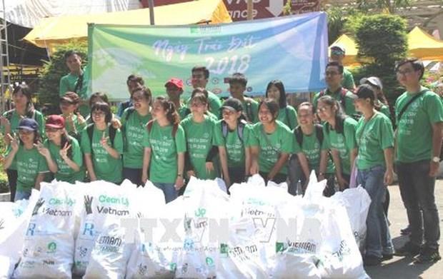 Journee de la Terre : sensibiliser les gens sur la reduction de la pollution plastique hinh anh 1