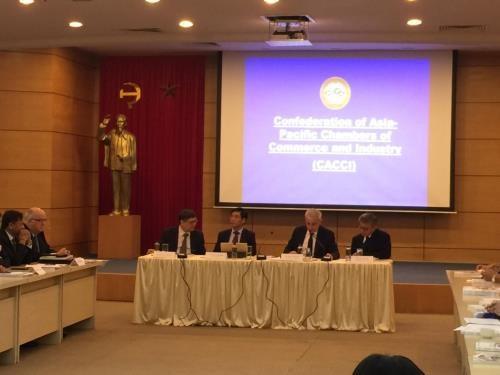 Renforcement de la cooperation entre les entreprises vietnamiennes et les membres de la CACCI hinh anh 1