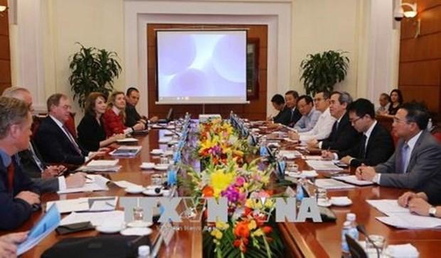 Le chef de la Commission de l'economie du CC du PCV recoit des experts internationaux en energie hinh anh 1