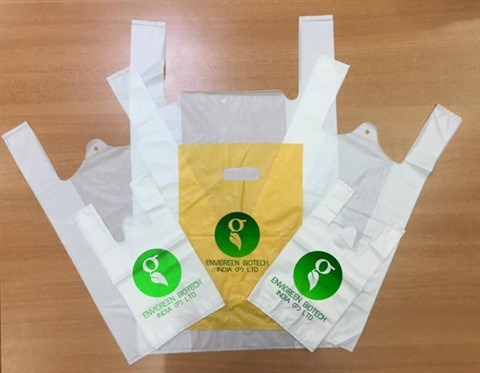 Des sacs en plastique fabriques a partir de manioc hinh anh 1