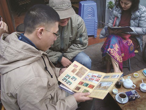 Un marche aux timbres pas comme les autres a Hanoi hinh anh 1