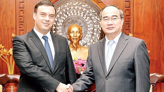 Le secretaire du Comite du Parti pour HCM-Ville recoit l'ambassadeur d'Israel hinh anh 1