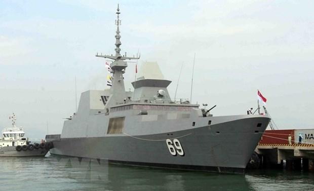 Un destroyer de la Marine singapourienne en visite a Da Nang hinh anh 1