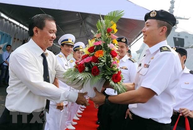 Un destroyer de la Marine singapourienne en visite a Da Nang hinh anh 2