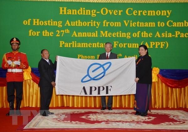 L'AN vietnamienne remet la presidence du FPAP au Cambodge hinh anh 1