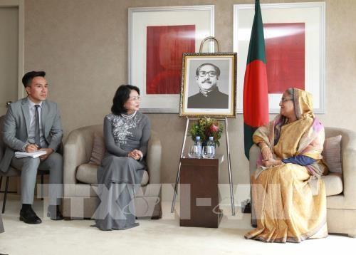 La vice-presidente Dang Thi Ngoc Thinh rencontre la PM bangladaise hinh anh 1