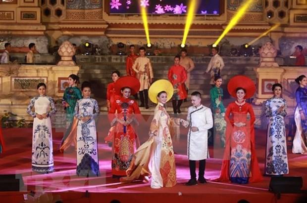 Le Festival de Hue continue d'offrir au public des programmes originaux hinh anh 2