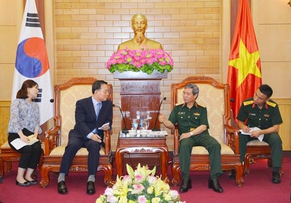 Vietnam-R. de Coree : renforcement de l'echange de delegations entre les deux armees hinh anh 1