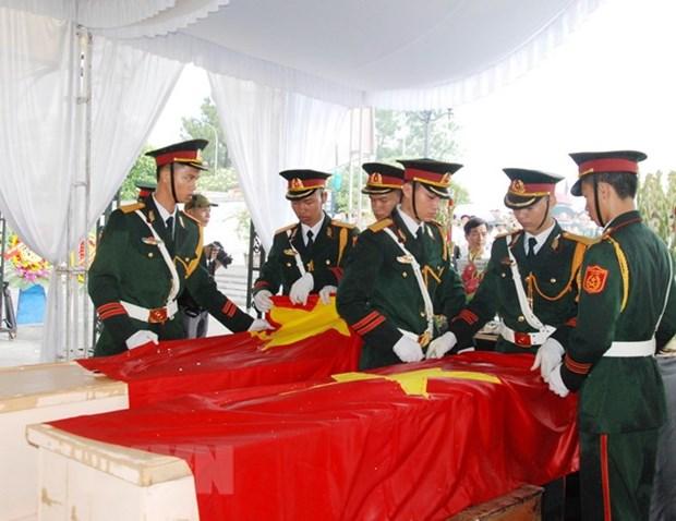 Quang Tri : inhumation des restes de 21 volontaires vietnamiens tombes au Laos hinh anh 1