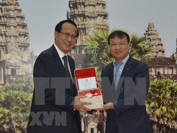 Vietnam et Cambodge promeuvent les relations de cooperation commerciale frontaliere hinh anh 1