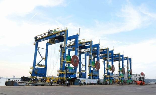 Doosan Vietnam exporte ses premieres grues a pneus en Inde hinh anh 1