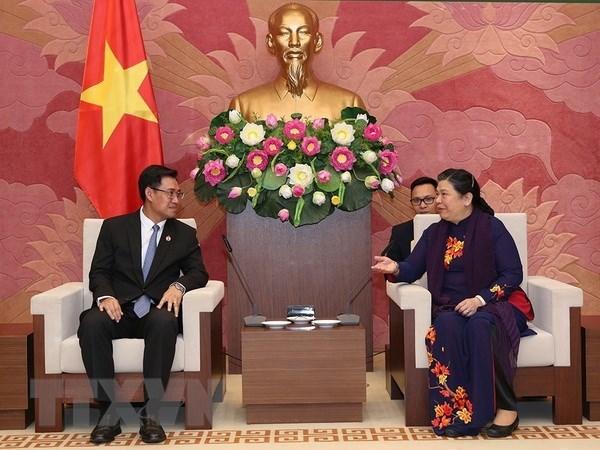 Vietnam et Laos valorisent les forces de la jeunesse dans l'edification nationale hinh anh 1
