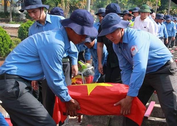 Dak Lak : Inhumation des restes de soldats tombes au Cambodge hinh anh 1