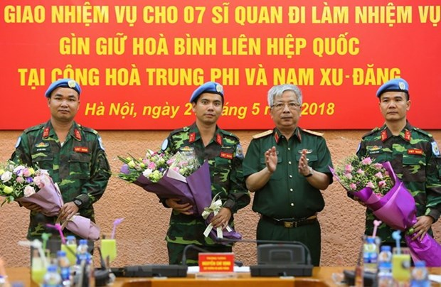 Sept soldats vietnamiens supplementaires aux operations de maintien de la paix de l'ONU hinh anh 1