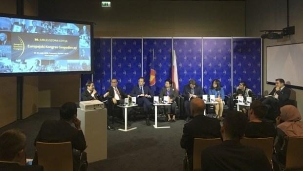 Le Vietnam au 10e Forum economique europeen en Pologne hinh anh 1