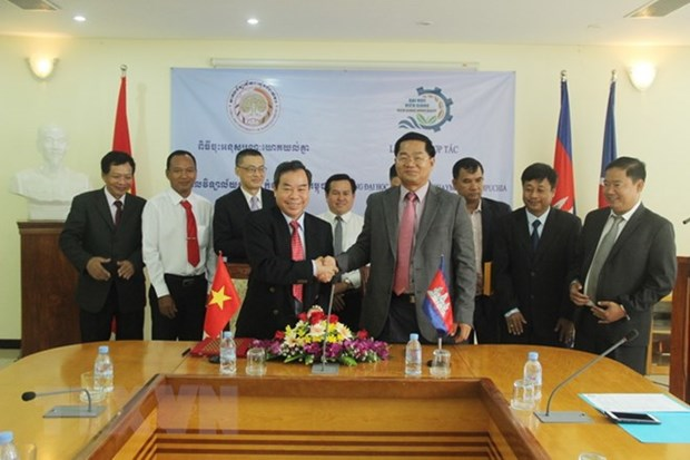 Renforcement de la cooperation universitaire Vietnam-Cambodge hinh anh 1