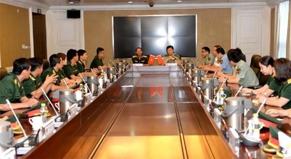 Echanges entre jeunes officiers vietnamiens et chinois hinh anh 1