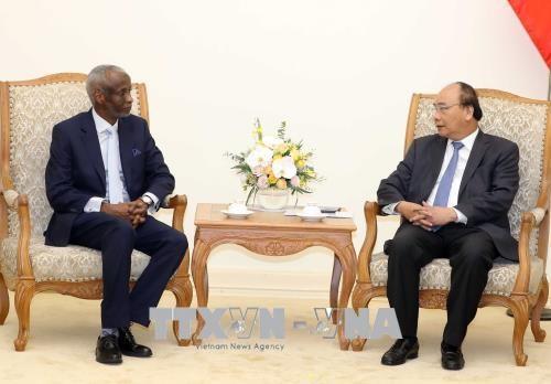 Le PM Nguyen Xuan Phuc recoit l'ambassadeur soudanais hinh anh 1