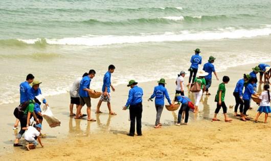 Meeting en l'honneur de la Journee mondiale de l'ocean a Da Nang hinh anh 1