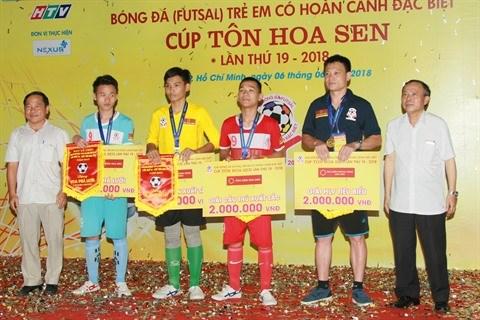 Hanoi champion du Tournoi de football des enfants en situation difficile hinh anh 2