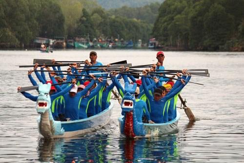 Lancement du tournoi national de barques traditionnelles hinh anh 1