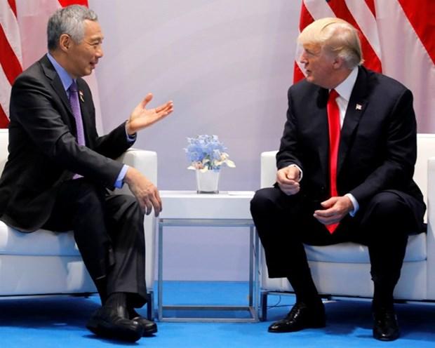 Sommet USA-RPDC: le president americain rencontre le PM singapourien hinh anh 1
