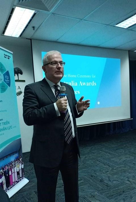 L'ambassadeur australien se felicite des contributions des boursiers vietnamiens hinh anh 1