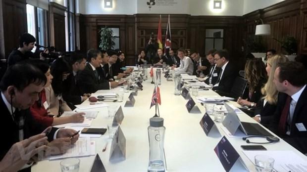 Vietnam et Royaume-Uni s'engagent a promouvoir le commerce bilateral hinh anh 1
