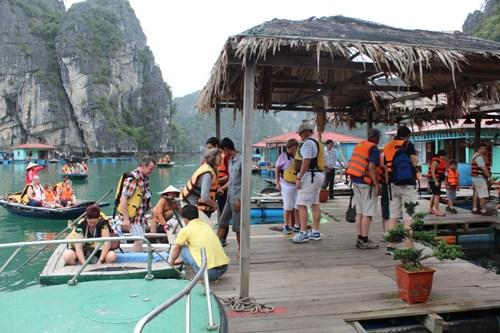 Quang Ninh s'efforce d'ameliorer la qualite de ses services touristiques hinh anh 1