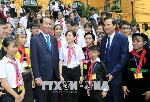 Le president Tran Dai Quang rencontre des enfants en situation difficile hinh anh 1