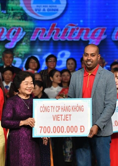 Vietjet continue d'accompagner le Fonds des bourses d'etudes Vu A Dinh hinh anh 1