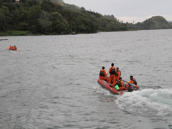 Indonesie : suspension des activites des navires de croisiere sur le lac Toba hinh anh 1
