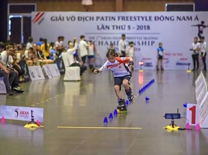 Patinage freestyle : cloture du 5e Championnat d'Asie du Sud-Est hinh anh 1