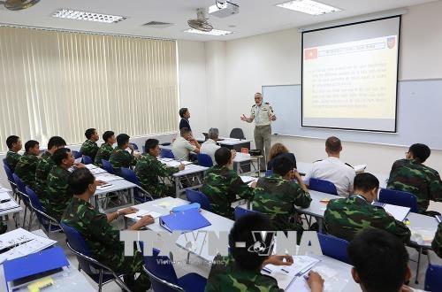 Echange Vietnam-France dans le cadre des operations de maintien de la paix hinh anh 1