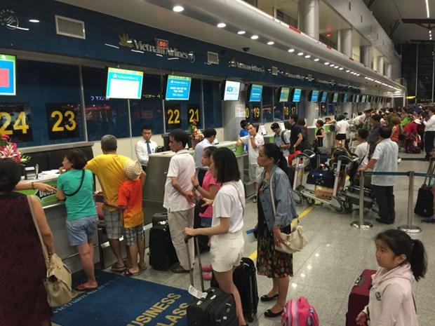 Les aeroports vietnamiens ont servi 52,8 millions de passagers au premier semestre hinh anh 1