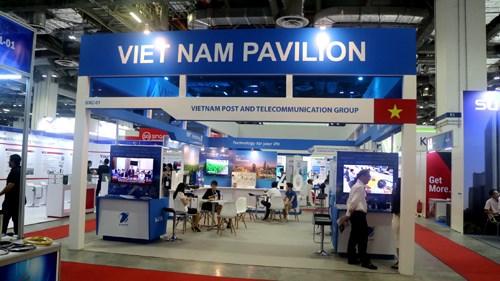 Des entreprises vietnamiennes des TIC participent a l'exposition CommunicAsia 2018 hinh anh 1