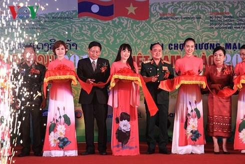 La Foire commerciale Vietnam-Laos 2018 ouvre ses portes a Vientiane hinh anh 1