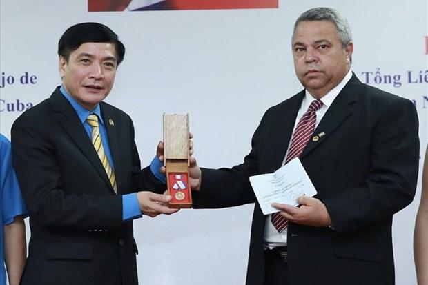 Renforcement des relations syndicales entre le Vietnam et Cuba hinh anh 1