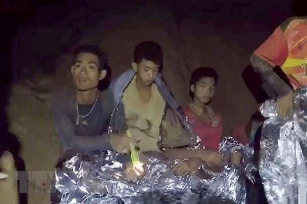 Thailande: 4 des 12 jeunes prisonniers de la grotte evacues hinh anh 1