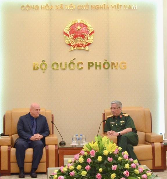 Le vice-ministre de la Defense Nguyen Chi Vinh recoit des hotes indiens et israeliens hinh anh 1
